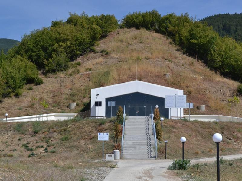 Гробница Шушманец край Шипка